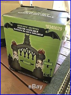 Gemmy Airblown Inflatable Halloween 10ft Arch Archway Gargoyle Skulls Torches