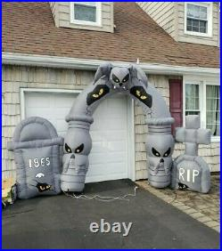 Gemmy Halloween Lighted Airblown Archway Graveyard Skull Inflatable 9ft
