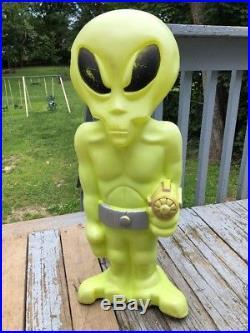 Green Space Alien Plastic Blow Mold Light Up Yard Halloween Decor SUPER RARE 36