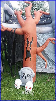 RARE Gemmy Airblown Inflatable 17' Halloween Haunted House Castle Walkthru Sound